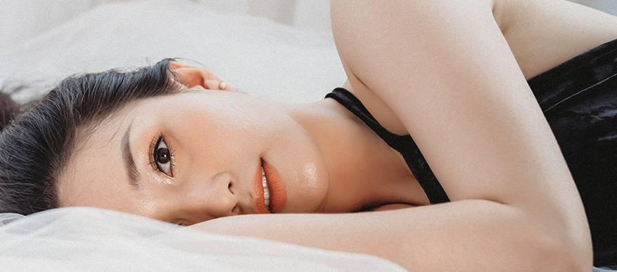 vrouw bed